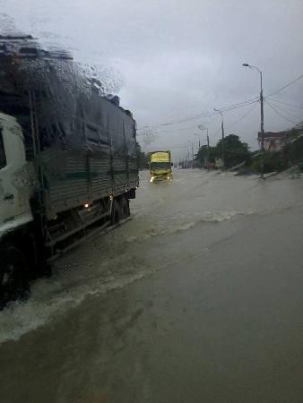 Nước lũ bao trùm tại nhiều địa phương tỉnh Hà Tĩnh 5