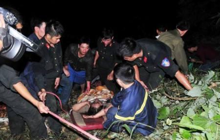 Trắng đêm cứu người bị nạn trong vụ tai nạn xe giường nằm thảm khốc ở Lào Cai 2