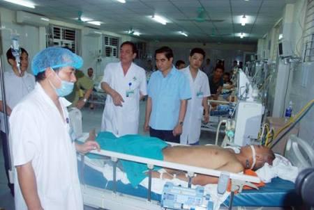 Trắng đêm cứu người bị nạn trong vụ tai nạn xe giường nằm thảm khốc ở Lào Cai 3