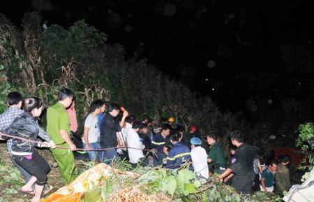 Trắng đêm cứu người bị nạn trong vụ tai nạn xe giường nằm thảm khốc ở Lào Cai 4