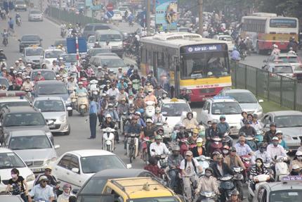 Hạn chế phương tiện cá nhân tại các đô thị lớn: Sẽ thu phí xe lưu thông vào trung tâm thành phố?   1
