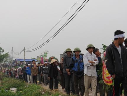 Cận cảnh tiếng khóc nghẹn ngào trong đại tang của các nạn nhân tại vụ cháy Zone 9 2