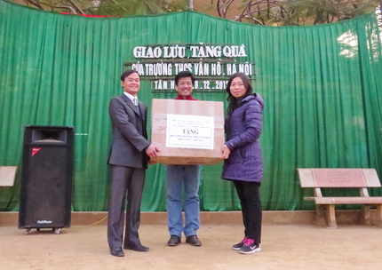 300 chiếc áo ấm đến với học sinh vùng đặc biệt khó khăn huyện Mộc Châu 1
