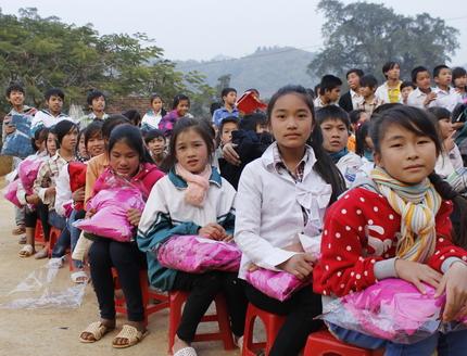 300 chiếc áo ấm đến với học sinh vùng đặc biệt khó khăn huyện Mộc Châu 3