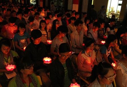 Hàng ngàn sĩ tử tới chùa nguyện cầu trước ngày thi 5