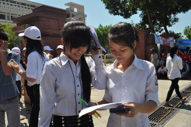 Hà Nội - Vinh: Sĩ tử vã mồ hôi vì đề Toán 2