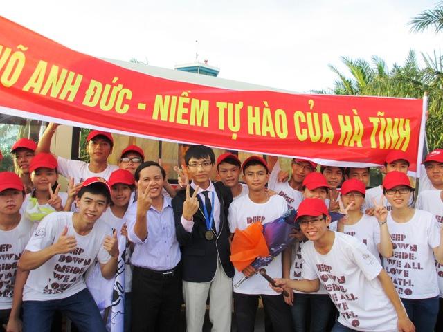 Hà Tĩnh khen thưởng HS đạt giải Vàng Toán Quốc tế 2
