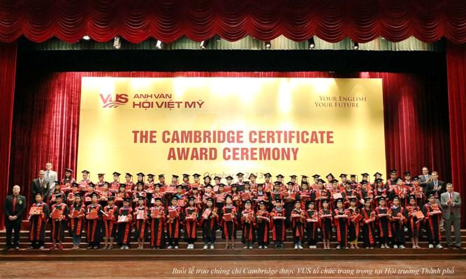 Anh Văn Hội Việt Mỹ trao chứng chỉ chứng chỉ Cambridge Flyers & KET cho 649 học viên 1