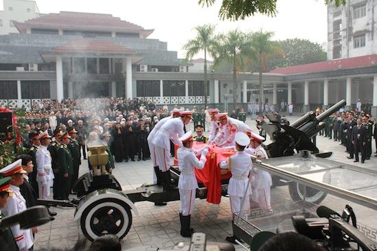 Hình ảnh linh cữu Đại tướng trên các tuyến phố Hà Nội 2