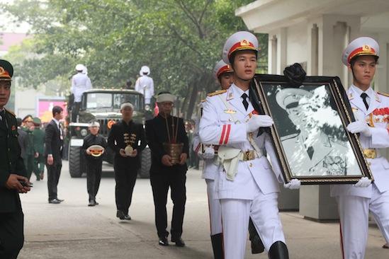 Hình ảnh linh cữu Đại tướng trên các tuyến phố Hà Nội 5