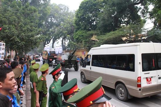 Hình ảnh linh cữu Đại tướng trên các tuyến phố Hà Nội 7