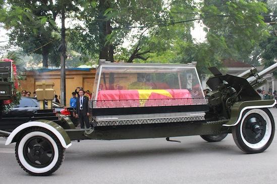 Hình ảnh linh cữu Đại tướng trên các tuyến phố Hà Nội 8