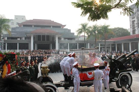 Hình ảnh linh cữu Đại tướng trên các tuyến phố Hà Nội 9