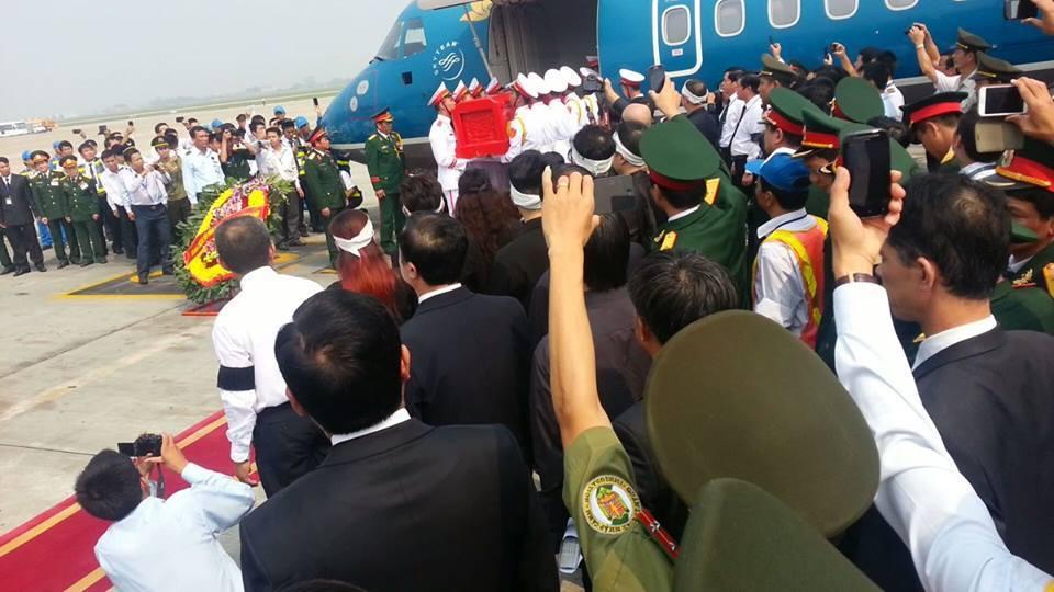 Cận cảnh máy bay đưa Đại tướng rời Hà Nội 3