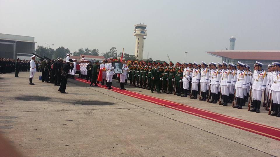 Cận cảnh máy bay đưa Đại tướng rời Hà Nội 2