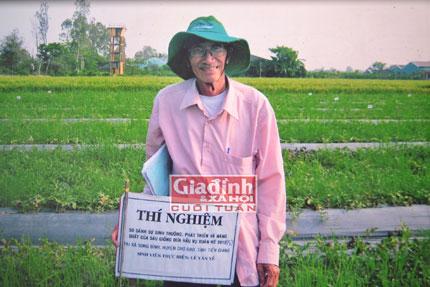 Cụ ông 70 tuổi vẫn ngày ngày vượt trăm km cắp sách tới trường nuôi chí ôn thi Cao học 2