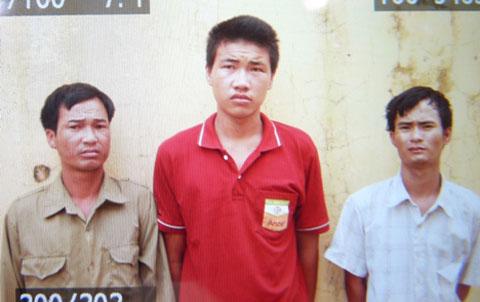Ba trai thôn thay nhau hại đời gái làng 1