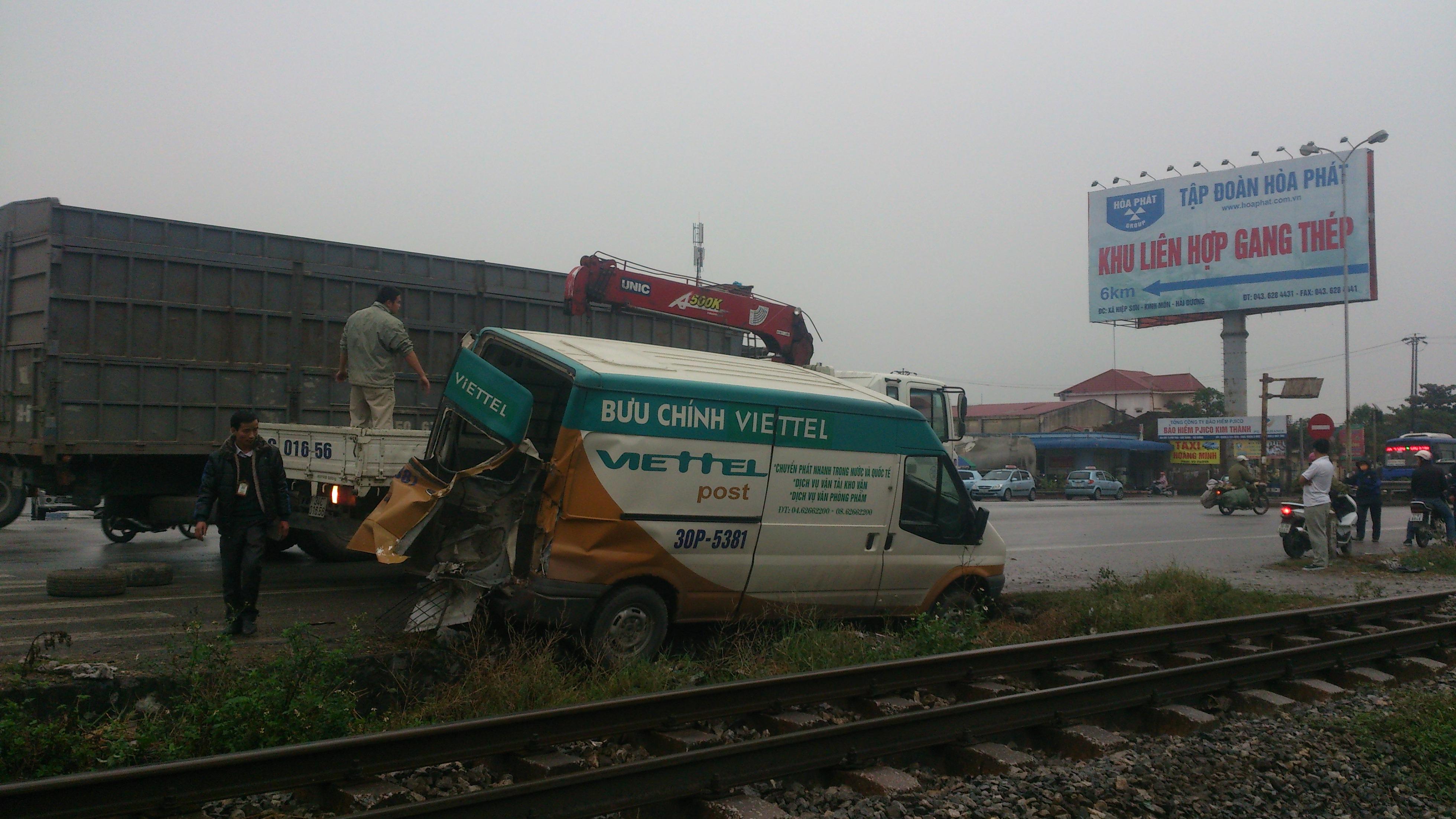 Hải Dương: Xe Viettel thoát nạn trong gang tấc   1