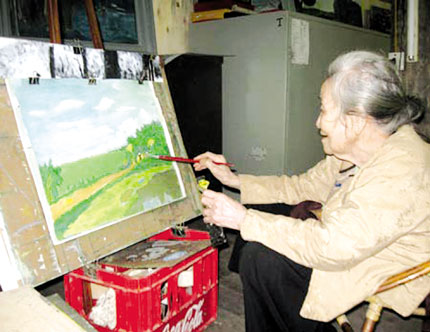 Lão bà 94 tuổi vẫn say mê vẽ 1