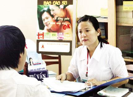 Chuyên trách dân số chăm sóc người nhiễm HIV 1