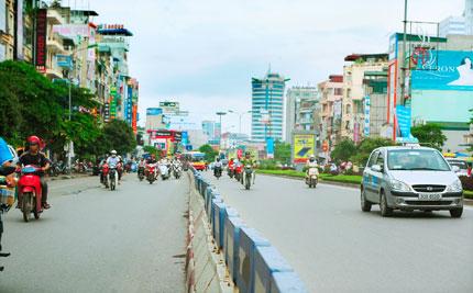 Phó Giám đốc Sở GTVT Hà Nội: Bỏ phân làn là lộn xộn ngay 1