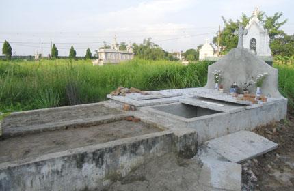 Ám ảnh ngôi mộ chôn cất hàng vạn hài nhi 1
