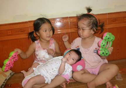 Nghẹn lòng 5 bé bị bỏ rơi khi còn cuống rốn nơi cổng chùa 4