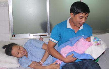 Sinh ra trong tâm bão, nhiều bé được đặt tên Nari 1