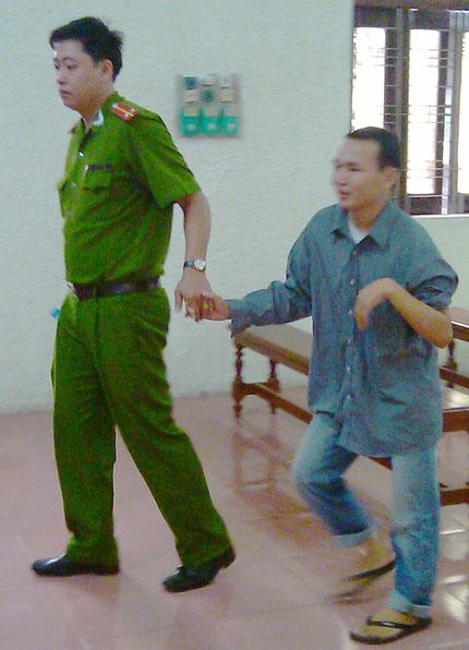 """""""Một thanh niên tâm thần bị Công an bắt trái luật"""": Không nhớ nổi họ tên vẫn bị 3 năm tù 2"""