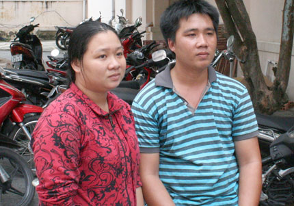 Ca mổ tách hai em bé song sinh tại TP HCM: Cha mẹ bỏ cơm, cầu nguyện cho con 2