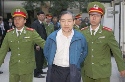 Dương Chí Dũng và 9 đồng phạm hầu tòa 1
