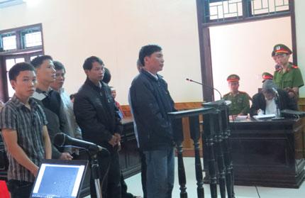 Vụ giết người tại Can Lộc (Hà Tĩnh): Dừng phiên xử để xác minh chứng cứ mới 1