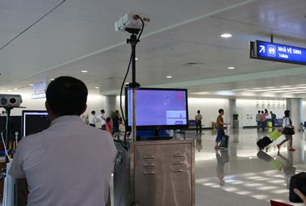 TP Hồ Chí Minh: Hai người nước ngoài bị sốt khi nhập cảnh đã được cách ly  1