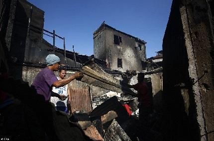 Hỏa hoạn khiến 1.000 ngôi nhà bị cháy rụi tại Philipinnes 7