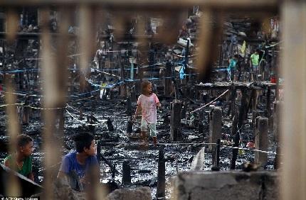 Hỏa hoạn khiến 1.000 ngôi nhà bị cháy rụi tại Philipinnes 9