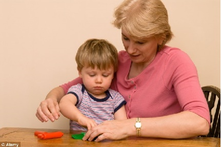 Chăm sóc cháu giúp bà giảm nguy cơ mắc bệnh mất trí nhớ ở người già 1