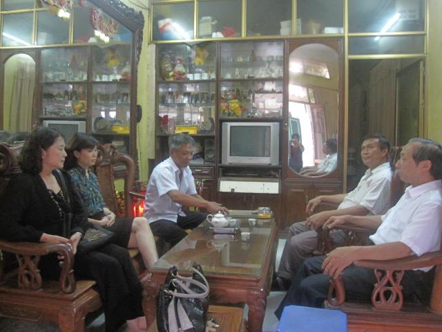 Lãnh đạo Tổng cục DS-KHHGĐ thăm các gia đình liệt sĩ nhân ngày 27/7 2