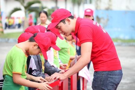 """Quang Anh The Voice Kids bùng nổ với """"Biệt đội tay sạch""""  6"""