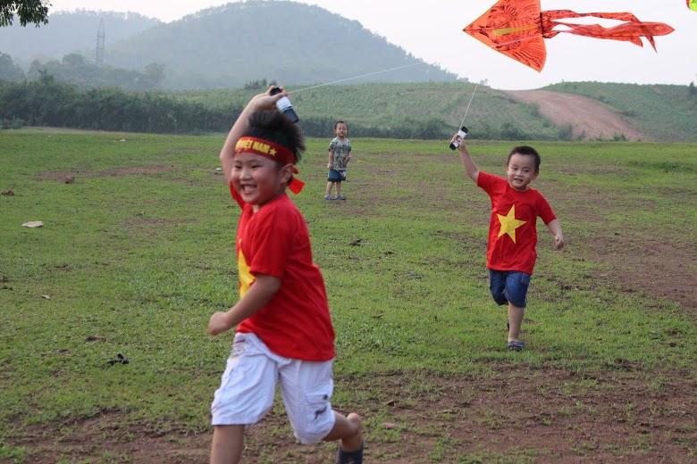 Những bức ảnh đẹp của gia đình Việt hướng về biển đảo Tổ quốc 10