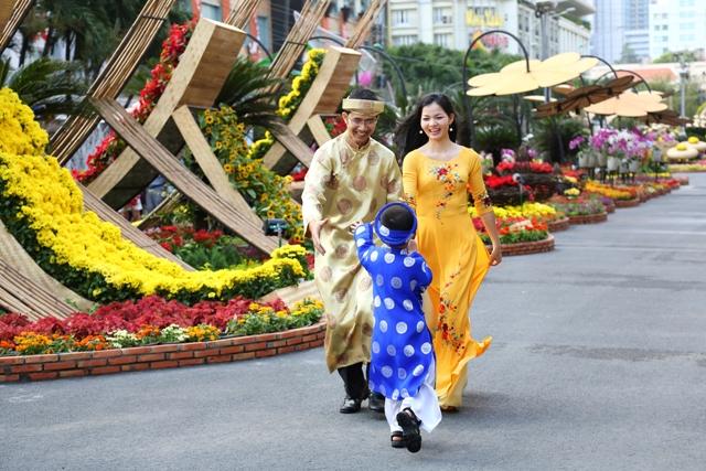 Những bức ảnh đẹp của gia đình Việt hướng về biển đảo Tổ quốc 6