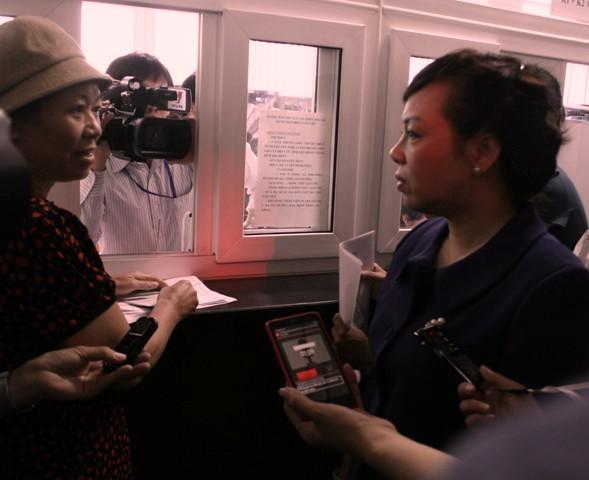 Bộ trưởng Bộ Y tế kiểm tra công tác giảm tải tại 2 bệnh viện 1