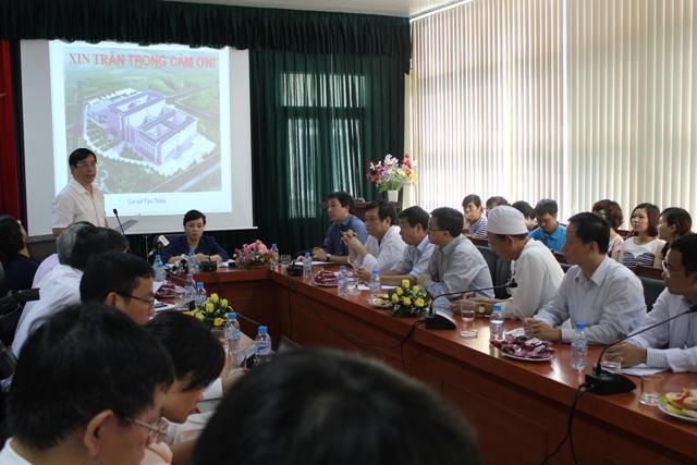Bộ trưởng Bộ Y tế kiểm tra công tác giảm tải tại 2 bệnh viện 5