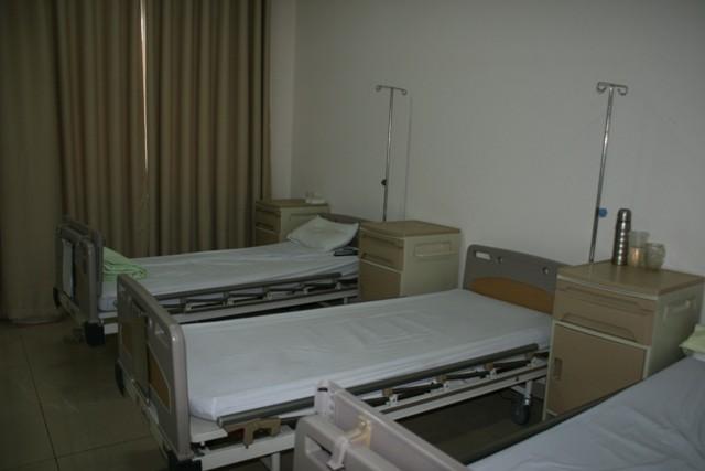Bộ trưởng Bộ Y tế kiểm tra công tác giảm tải tại 2 bệnh viện 4