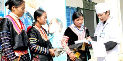Cô đỡ thôn bản người dân tộc được công nhận là nhân viên y tế: Cơ hội sống còn của nhiều bà mẹ, trẻ em 1