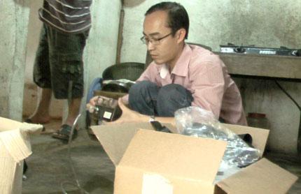 """Vụ """"đồ dùng tự bốc cháy"""" tại Nghệ An: Dân đi xem như hội 1"""