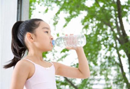Nước uống mùa hè cho trẻ nhỏ  1