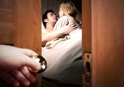 Tăng nặng xử phạt ngoại tình và người đồng tính kết hôn(3): Chỉ phạt được người  1