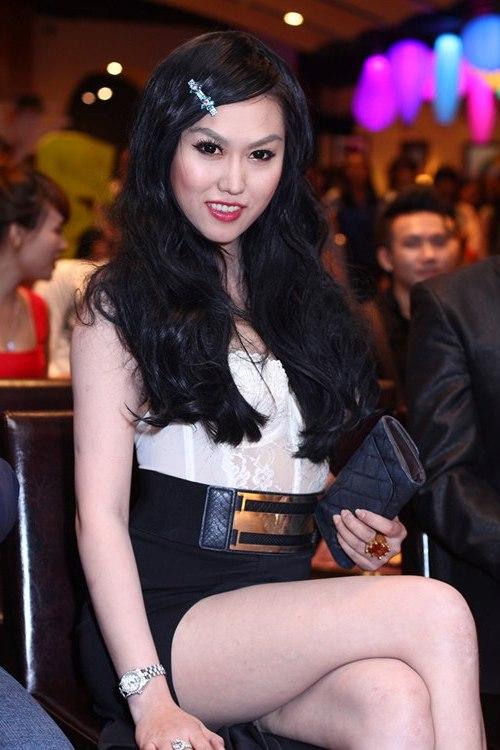 """Bà Tưng bị Phi Thanh Vân """"đánh bật"""" bởi nét quyến rũ sexy 1"""