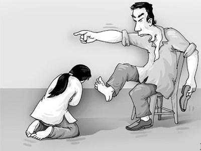 """""""Yêu"""" kiểu trừng phạt vì vợ có tội… mất trinh 1"""