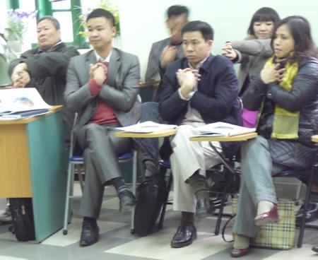 """Hình ảnh lạ mắt ở lớp học của """"Trung tâm thôi miên"""" 4"""